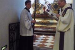 Křížová cesta v kostele